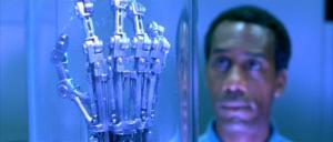 Fig. 3: The Terminator. Teknologiens overtag og ukontrollable pandemier er ofte fantasierne, der udraderer verdens befolkning.