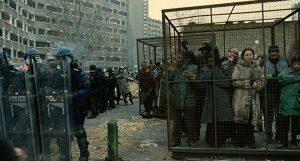 Fig. 5: Et skræmmende fremtids-Europa: Kampklædt politi og indvandrere i bure.