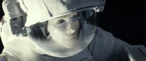 Fig. 5: Ånde på hjelmen. Kort efter slæber Kowalski Stone afsted alt imens lyden af hendes åndedræt udgår fra placeringen i billedkompositionen – også i den udgave af filmen (Dolby 7.1), som jeg så.