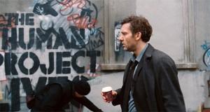 Fig 7: The Human Project, fortæller graffitien, er navnet på modstandsbevægelsen. Theo Faron har sit eget menneskelige projekt om at genfinde et formål og troen på mennesker.