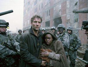 Fig 10: Theo fører Kee og babyen i sikkerhed …