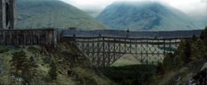 Fig. 15: Scenen slutter med et klip tilbage til den første indstilling af broen i supertotal.