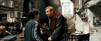 Fig. 5: Hr. Weasley henvender sig til Harry.