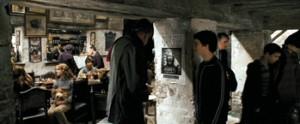 Fig. 8: Og går frem for at kigge på plakaten af Sirius Black.