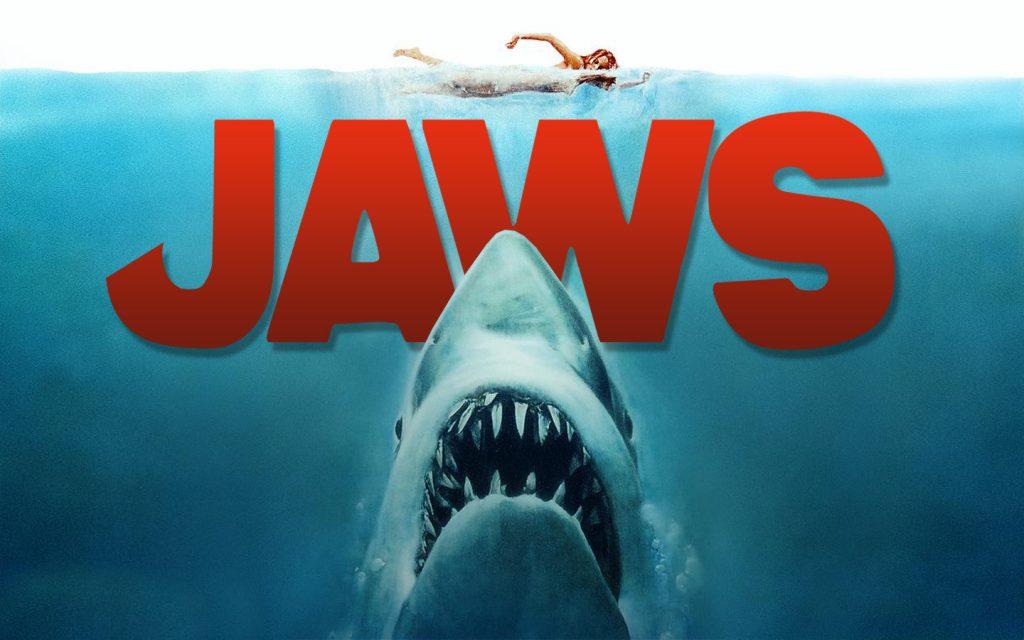 """Fig. 2: Jaws (1975) regnes ofte for blockbusterens """"fader"""" pga. dens massedistribution, men er det en udstyrsfilm? Den mekaniske haj taler måske for et """"ja"""", men var trods klippesnilde også filmens akilleshæl. Spielberg omtalte også drillende Jaws (1975) som den dyreste håndholdte film nogensinde."""