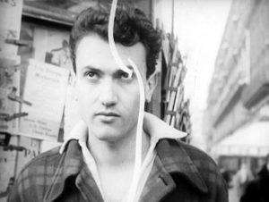 Fig. 1-2: Den rumænskfødte Jean-Isidore Isou Goldstein (1925-2007) var del af den lettristiske bevægelse i fransk film og kunst. Provokatør og polemiker, dadaist og dilettant – Isou var mange ting, men er i dag en næsten glemt filmskaber. Her ses han dels i form af et selvportræt, dels som en karakter i sin egen film Traité de bave et d'éternité.