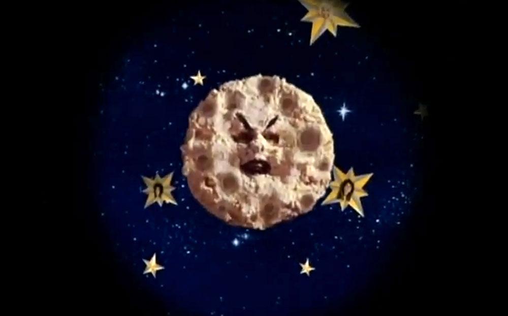"""Fig. 2: Musikvideoen til Smashing Pumpkins' """"Tonight, Tonight"""" er en hyldest til Méliès' Le voyage dans la lune (1902)."""