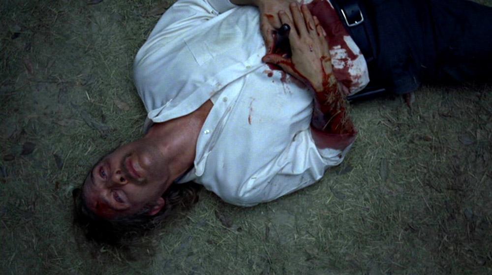 Fig.16: Kameraet cirkler om den tilsyneladende døende Rust, der er blevet spiddet af den overmenneskeligt stærke Errol.