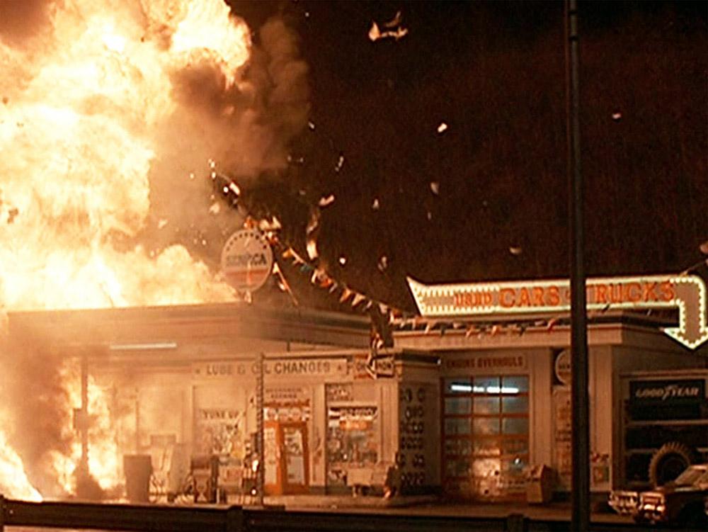 Fig. 5: Bum! Rambo futter byen af.
