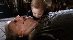 Fig. 4: Den opskårne mund i Pet Sematary (1989) er blandt filmens mest konventionelle chokelementer, og også i del Toros film har Vidals barberingsscener et vist, ofte underspillet, strejf af horror.