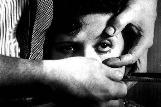 Fig. 7: En grusom men også central scene i Un chien andalou (1928).