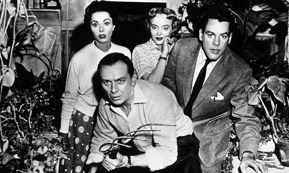 Fig. 4: Kropstyvene kan ikke bekæmpes, men derfor kan man jo godt gøre forsøget, her i Siegels 1956-udgave af filmen.