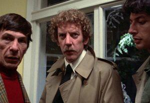 Fig. 9: Matthew med Dr. Kibner (Leonard Nimoy) og vennen Jack. Men kan han stole på dem?