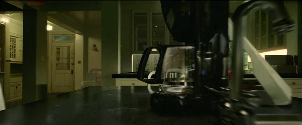 Fig. 5: I interviewet på ArtoftheTitle kan man se bevægelsen, som de kalder 'uninhibited camera scene'. Her er kameraet på vej gennem hanken på kaffekanden. Stueplan.