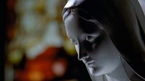 Fig. 5 Jomfru Maria-statuen i Dahlgren Chapel på Georgetown Campus repræsenterer den katolske kirke.