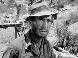 Fig. 3. Humphrey Bogarts ikonografiske hat, uplejede skæg og maskuline udstråling i John Hustons The Treasure of Sierra Madre var Friedkins primære inspirationskilder for Jackie Scanlons udseende i Sorcerer.