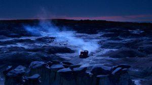 """Fig. 7. Det livløse og mørke klippelandskab giver associationer til Edgar Allan Poes beskrivelse af dødsriget som """"the Night's Plutonian shore""""."""