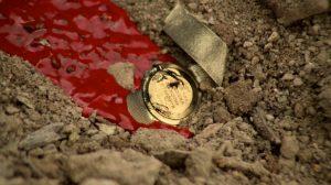 Fig. 10. Friedkin klipper til et nærbillede af Manzons tikkende ur, der oversvømmes af en flod af Manzons eget blod.