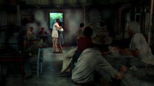 Fig. 12. For første gang i filmen ser vi den forhærdede gangster Jackie nyde et intimt øjeblik. Så bakker kameraet ud ad baren.
