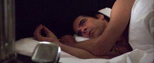Fig. 2. Nick Cave sættes i gang af sit vækkeur efter en tilsyneladende søvnløs nat.