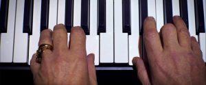 Fig. 8. Nick Caves fingre sætter musik på den verden, han konstruerede på sin skrivemaskine.