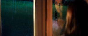 Fig. 10. Endnu engang er Nick Caves kone overladt til sig selv, mens kunstneren vandrer afsted til ét af utallige jobs.
