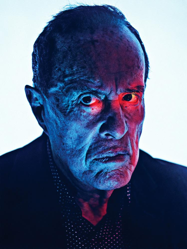 Fig. 1. Den 88-årige amerikanske kultfigur Kenneth Anger har gjort sig bemærket ved sine skelsættende eksperimentalfilm og gossipbøgerne Hollywood Babylon (1959) og Hollywood Babylon II (1984).