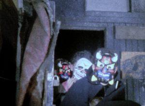 Fig. 15. De feststemte bikere er iført masker.