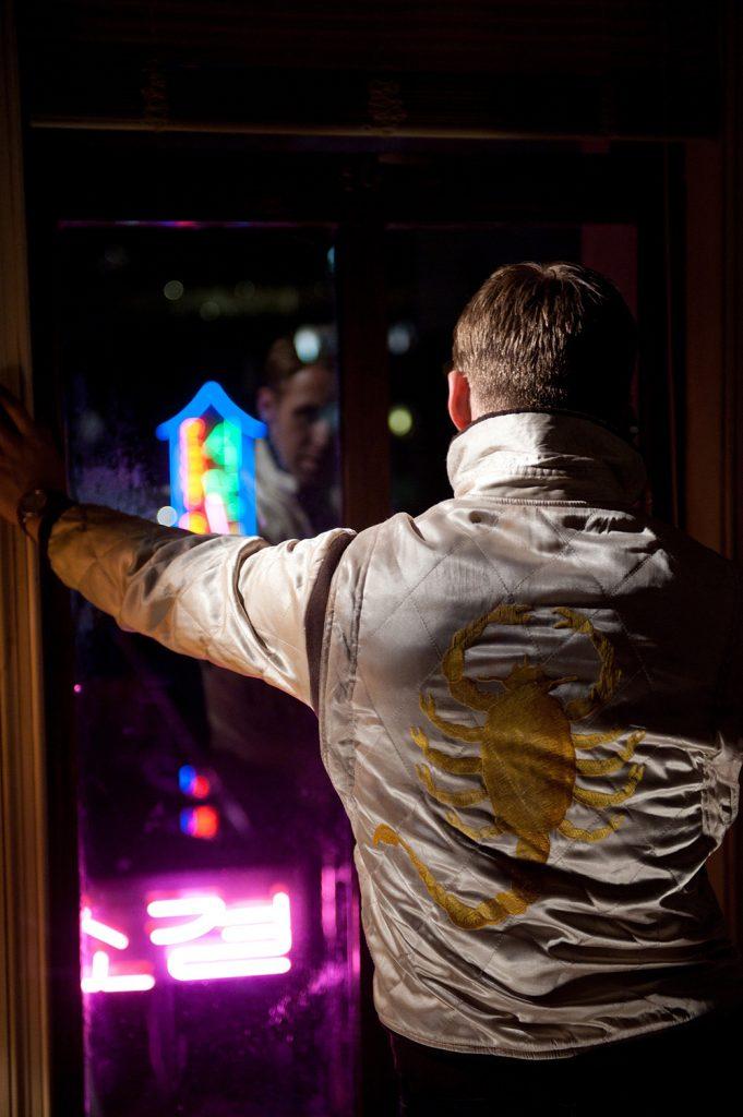 Fig. 5. Ryan Goslings jakke i Nicolas Winding Refns Drive (2011) er en reference til Scorpio Risings skorpionsymbol.