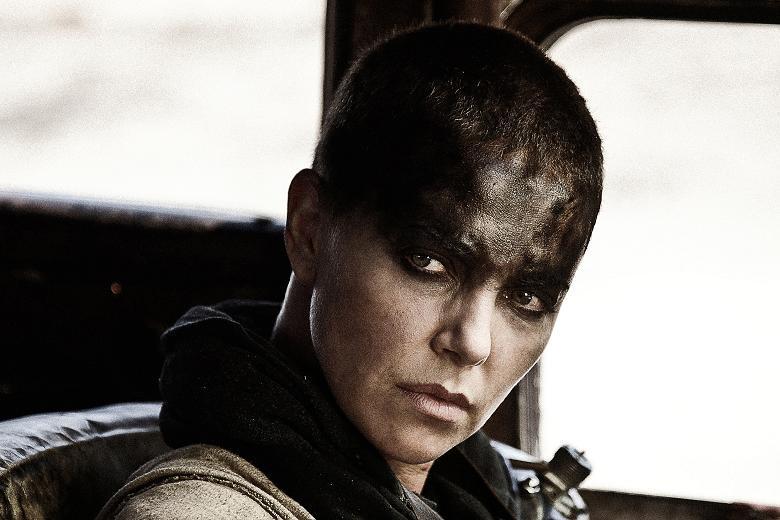 Fig. 4: Charlize Theron som den oprørske Imperator Furiosa.