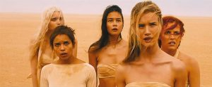 Fig. 5: Immortan Joes harem af unge kvinder.