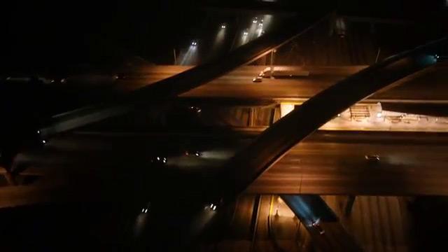 Fig. 8: Endnu et eksempel på de labyrintiske supertotaler fra Sæson 2's trailere.
