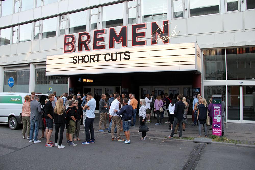 Fig. 3: Bremen Teater var tæt på udsolgt til de tre premierefilm, som også bliver de sidste New Danish Screen-støttede film i det format (20-60 min). Fremover satses der på low budget spillefilm. Foto: Anne Uhrenholdt Kjeldsen.