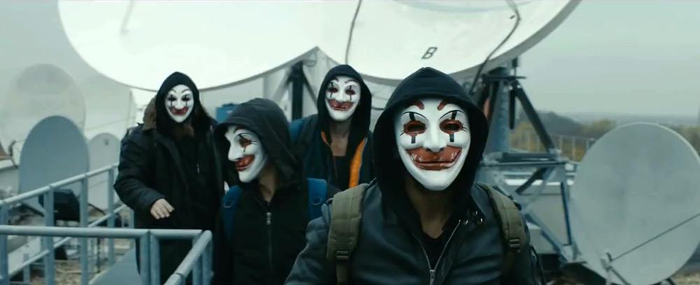Fig. 4: CLAY: Clowns laughing at you! De leende klovne med deres Guy Fawkes-inspirerede masker er klar til at gå i aktion.