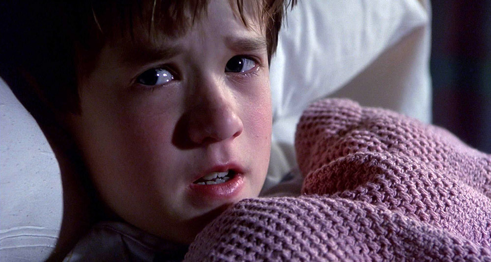 Fig. 6: M. Night Shyamalans The Sixth Sense (1999) er en såkaldt vildledende film, og her vil et forhåndskendskab til slutningen reelt spoile filmoplevelsen.