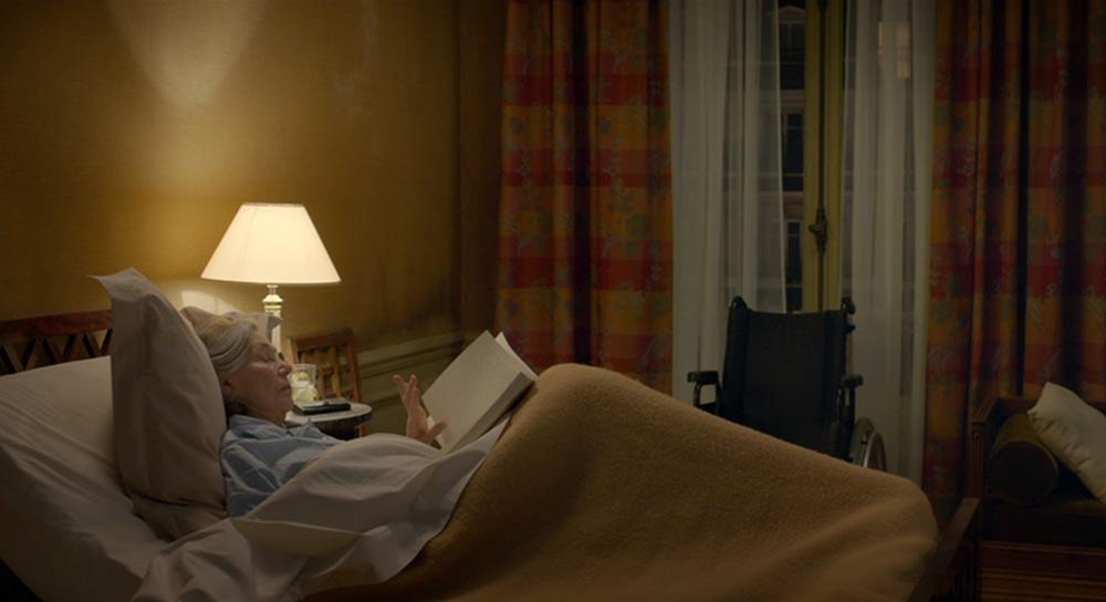 Fig. 4: En frame fra minuttet, hvor vi efterlades i rummet med den stiltiende Anne.