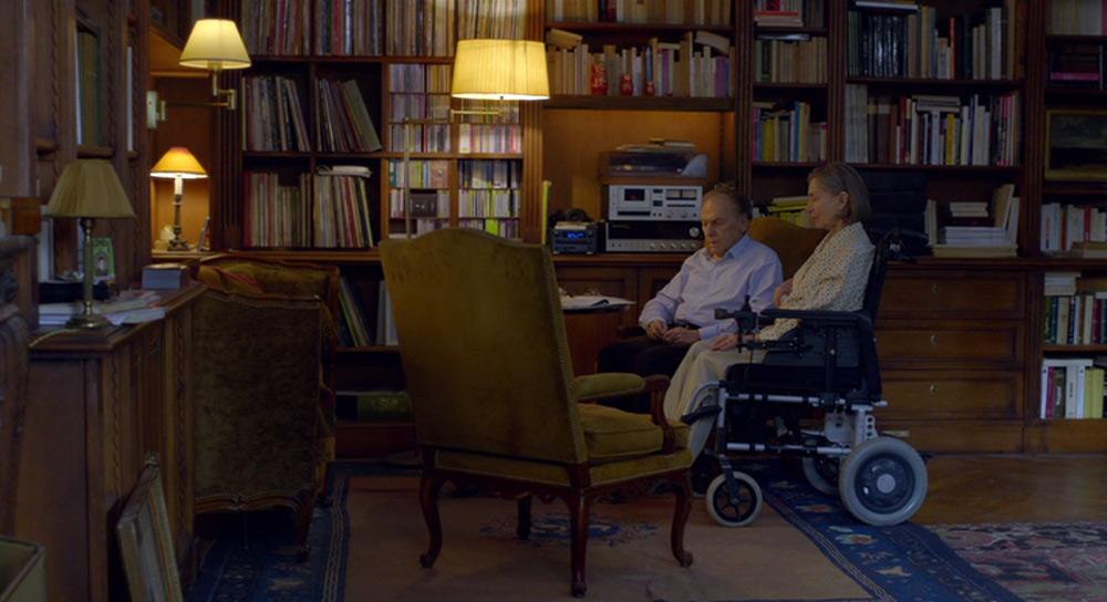 Fig. 17: Den netop indtrufne stilhed efter Georges har slukket for musikken på anlægget.