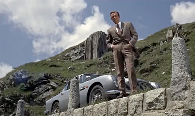 Fig. 4: Sean Connery som Bond i Goldfinger med Aston Martin DB5.