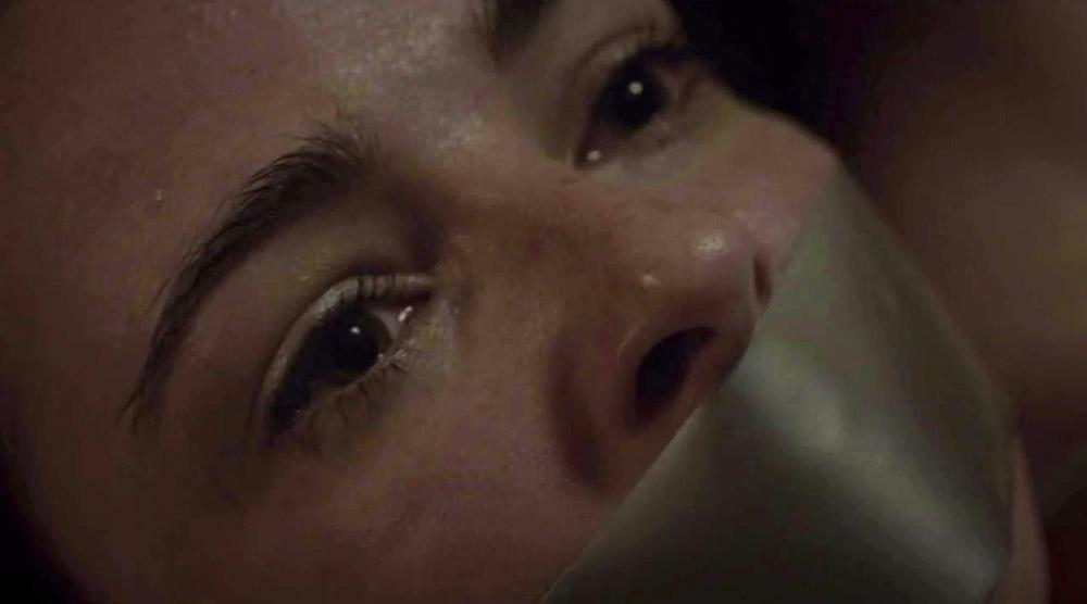 Fig. 10: På sin vis en indstilling, der kunne være hentet fra et væld af horrorfilm, men i The Fall er offeret mere end en genretypisk rekvisit.