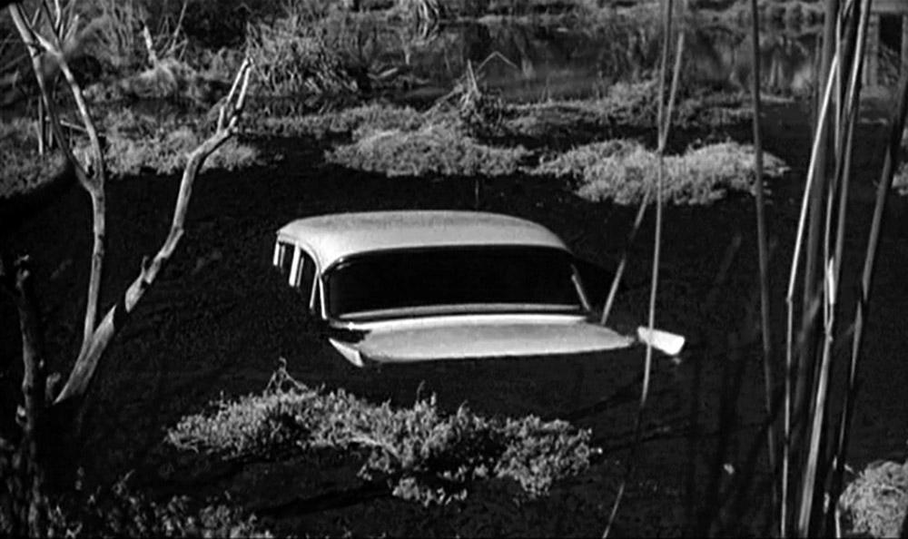 Fig. 13: I Psycho støder bilen tilsyneladende på grund, med potentielt fatale konsekvenser for den psykopatiske Norman.