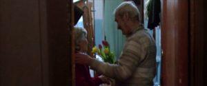 Figur 24: Stanislav og moderen framet gennem døråbningen og et eksempel på Anthonys pointe om nogle gange at holde lidt afstand i følelsesladede scener.
