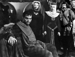 Figur 1: Welles som Macbeth, der ser Banquos spøgelse.