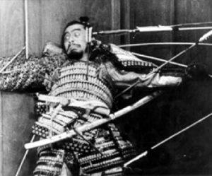 Figur 2: Kurosawas Throne of Blood, hvor Mifune, Kurosawas stjerneskuespiller, spiddes i sidste scene.