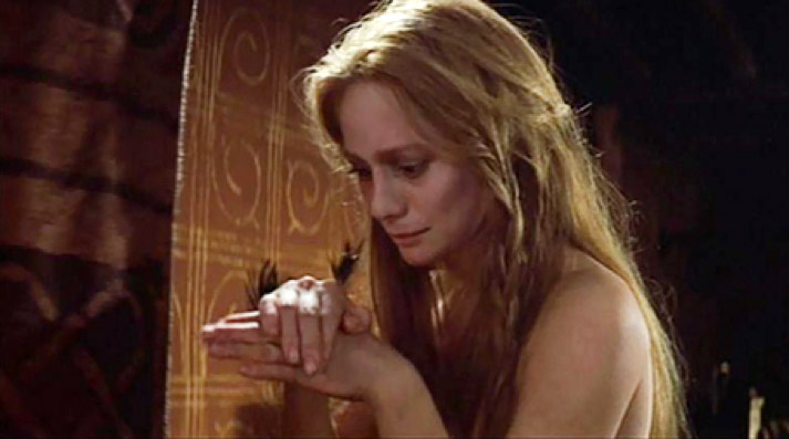 Figur 8: Francesca Annis' Lady Macbeth er nøgen i søvngængerscenen hos Polanski.