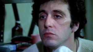 Fig. 9: Friedkin viser, at Burns har gennemgået en form for transformation i filmens slutning ved at lade ham stirre dybt ind i sit eget spejlbillede.