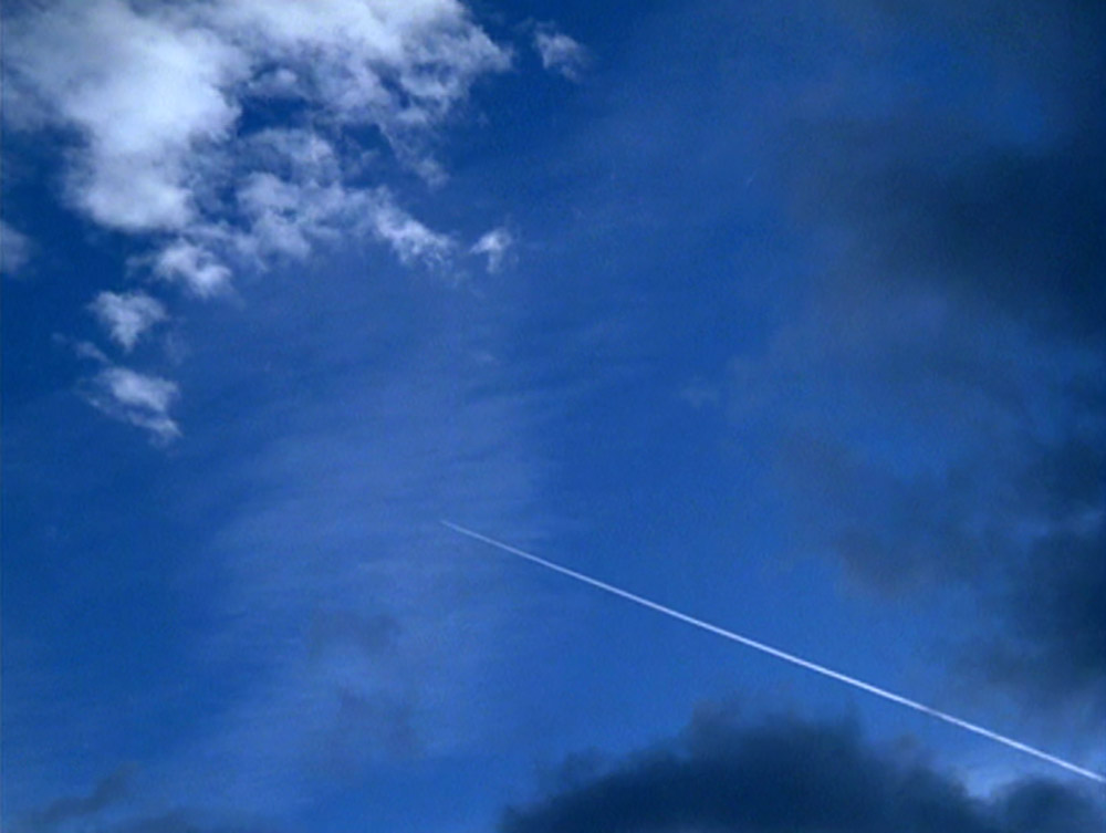 Fig. 2. A typical image of nature in Godard: the contrail of an airplane against a blue sky in Passion (1982).
