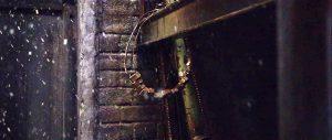 Fig. 9: Fra åbningsscenen i Triers Nymphomaniac. Der er en dvælen ved forskellige baggårdselementer, som kunne minde om skønlitteratur.