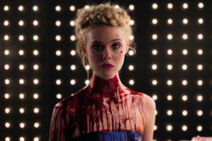 Fig. 2. Den gennemførte æstetik er ikke afgrænset til filmens photo shoots, men fortsætter i de mellemliggende scener.