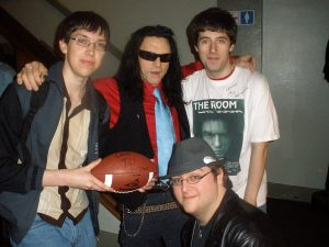 Fig. 7: Tommy Wiseau og fans.