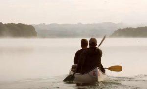 Fig. 6: Tågen fungerer som et vigtigt filmisk virkemiddel til at illustrere den usikkerhed og fare, der er forbundet med rejsen ind i vildnisset.